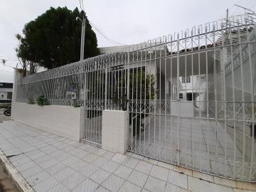 Alugar Casa / Padrão em Aracaju. apenas R$ 495.000,00